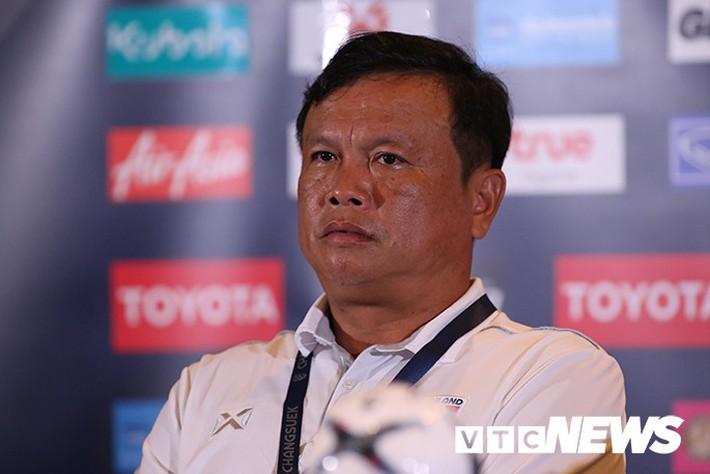 Thua đau đớn tuyển Việt Nam, HLV Thái Lan phải giải trình - Ảnh 1.