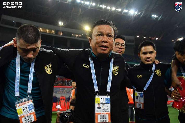 Điểm danh HLV Thái Lan mất việc từ khi HLV Park Hang Seo dẫn dắt tuyển Việt Nam - Ảnh 1.