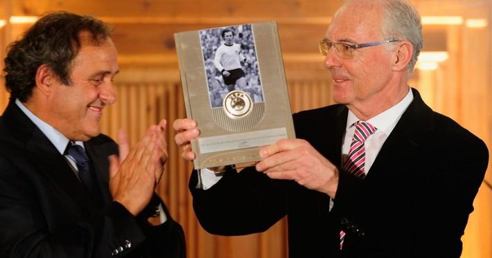 Platini: Con đường vinh quang bắt đầu bằng đòn bẩn khiến Beckenbauer lắc đầu cay đắng - Ảnh 2.