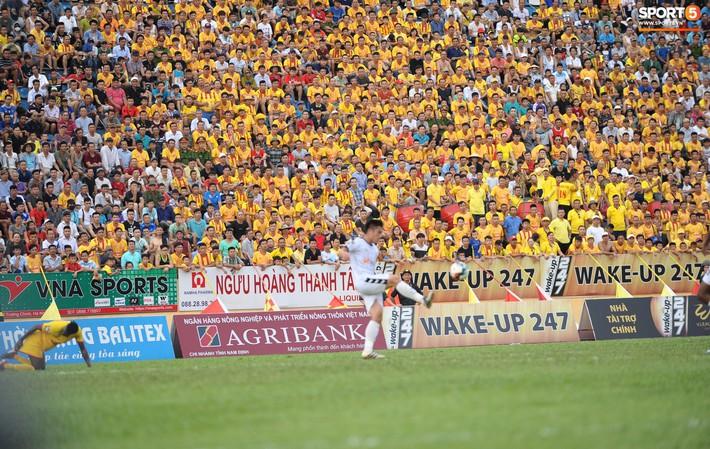 Sân Thiên Trường của Nam Định đông khán giả nhất lượt đi V.League 2019 - Ảnh 11.