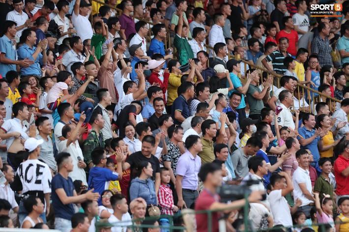 Sân Thiên Trường của Nam Định đông khán giả nhất lượt đi V.League 2019 - Ảnh 13.
