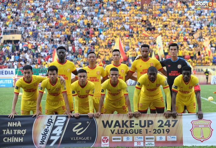 Sân Thiên Trường của Nam Định đông khán giả nhất lượt đi V.League 2019 - Ảnh 16.