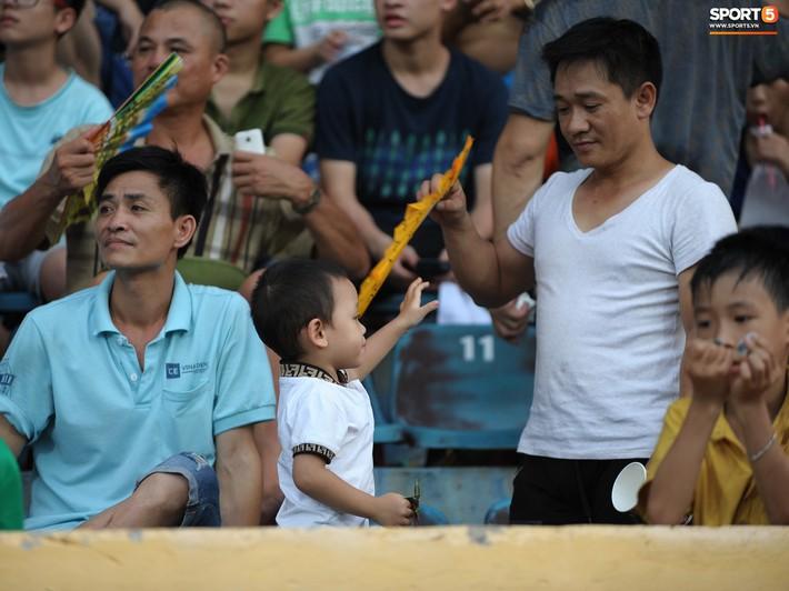 Sân Thiên Trường của Nam Định đông khán giả nhất lượt đi V.League 2019 - Ảnh 7.