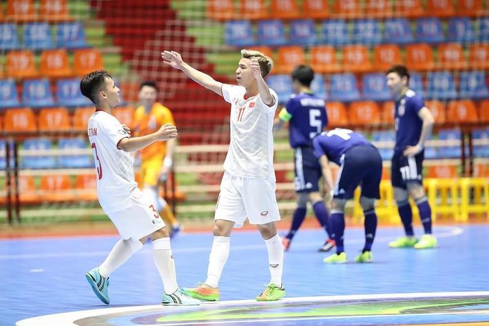 Thua thảm kình địch ĐNÁ ở giải châu lục, Việt Nam bị CĐV đối thủ mỉa mai thậm tệ - Ảnh 1.