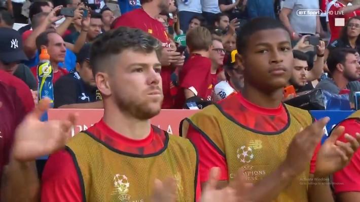 Xúc động phút mặc niệm dành cho cầu thủ xấu số Antonio Reyes: Hơn 67.000 người lặng lẽ, đồng đội cũ rưng rưng nước mắt - Ảnh 5.