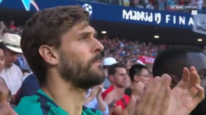 Xúc động phút mặc niệm dành cho cầu thủ xấu số Antonio Reyes: Hơn 67.000 người lặng lẽ, đồng đội cũ rưng rưng nước mắt - Ảnh 7.