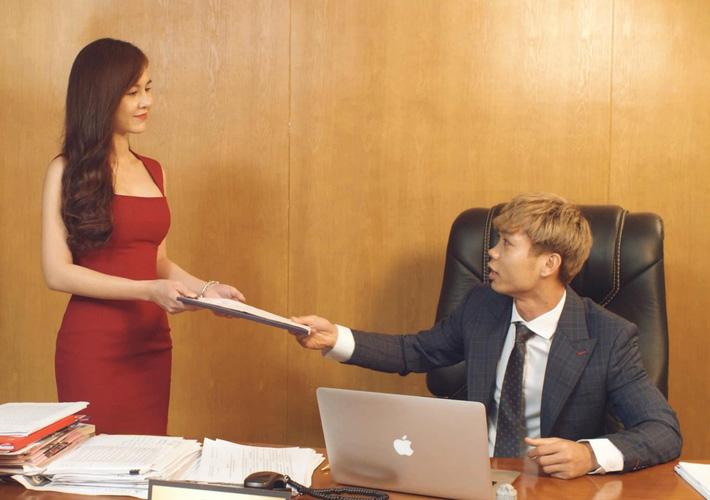 Công Phượng bất ngờ hóa thân làm Big Boss bên nữ MC nóng bỏng Thu Hoài - Ảnh 1.