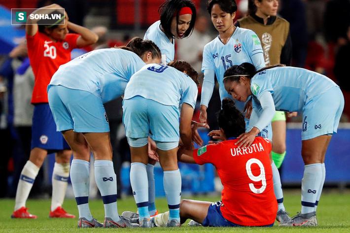 Trưởng đoàn, HLV Thái Lan rủ nhau từ chức sau 3 trận thua khiến đội nhà bị loại ở World Cup - Ảnh 1.