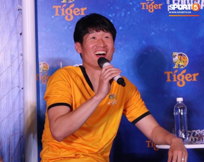 Huyền thoại bóng đá Hàn Quốc ủng hộ cầu thủ Việt Nam sang Châu Âu thi đấu - Ảnh 2.