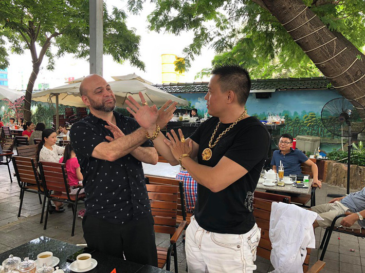 Trở lại Việt Nam, Flores sẽ đấu với cuồng nhân Từ Hiểu Đông? - Ảnh 1.