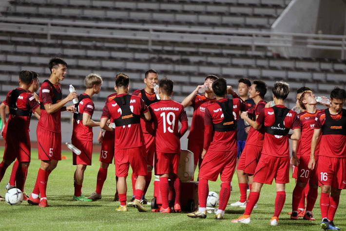Công Phượng trầm lắng trong ngày hợp thành bộ tứ sành điệu ở đội tuyển Việt Nam - Ảnh 4.