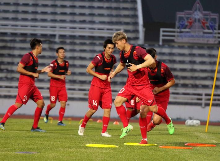 Công Phượng trầm lắng trong ngày hợp thành bộ tứ sành điệu ở đội tuyển Việt Nam - Ảnh 9.