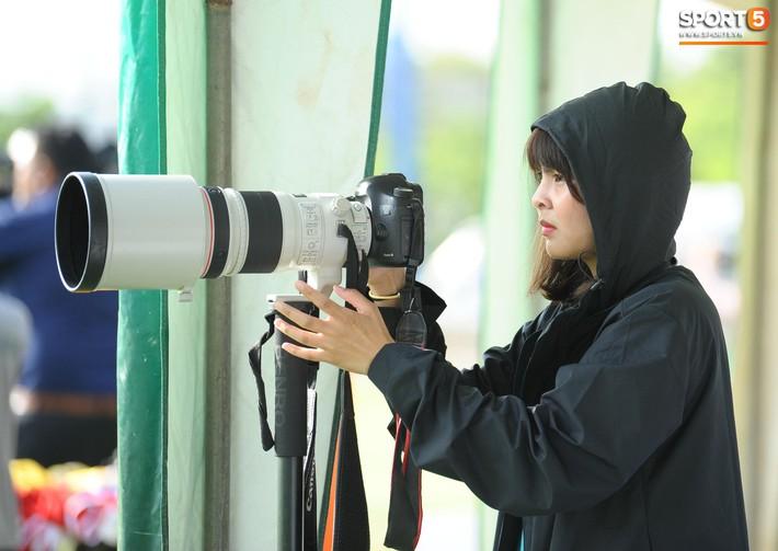 Nữ phóng viên Thái Lan xinh đẹp thích Xuân Trường nhưng tin tưởng 100% đội chủ nhà sẽ thắng Việt Nam ở Kings Cup - Ảnh 3.
