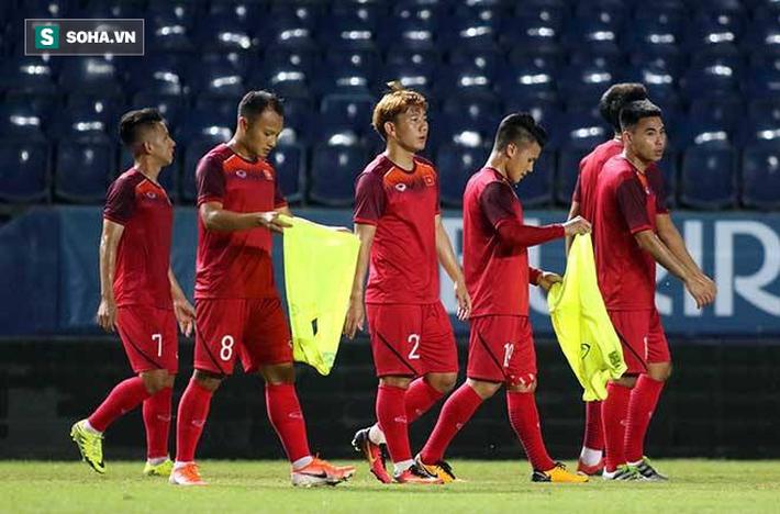 Đội tuyển Việt Nam lộ đội hình sớm hay chiêu tung hỏa mù của thầy Park? - Ảnh 2.