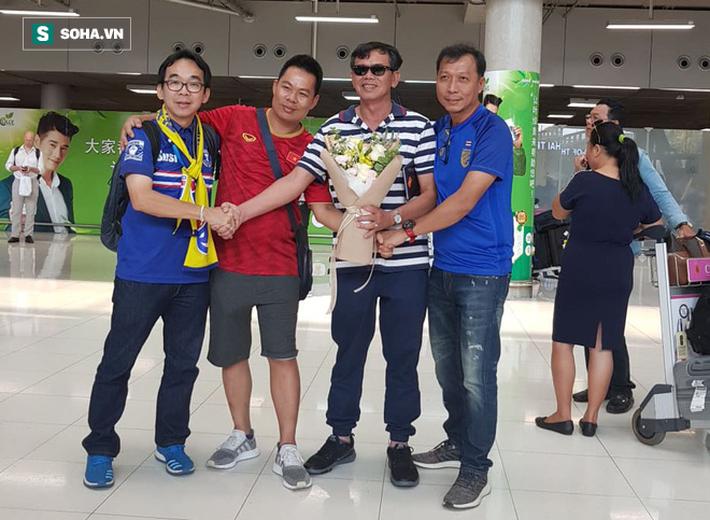 CĐV Việt Nam gửi thông điệp ý nghĩa tới Thái Lan trước trận khai màn King Cup - Ảnh 1.