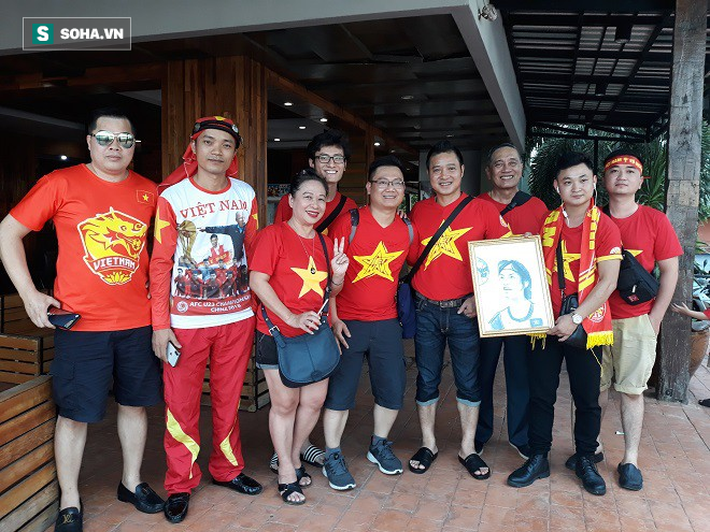 CĐV Việt Nam gửi thông điệp ý nghĩa tới Thái Lan trước trận khai màn King Cup - Ảnh 2.