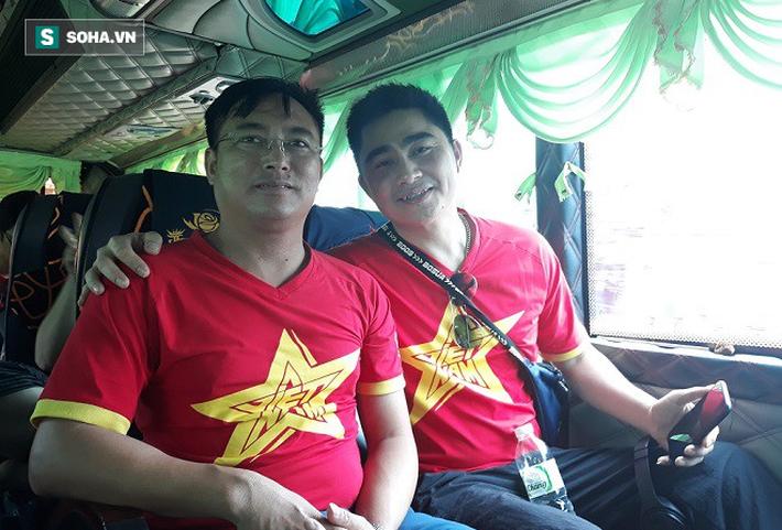 CĐV Việt Nam từ Australia, Lào... đổ bộ Chang Arena, tiếp lửa cho thầy trò HLV Park Hang-seo - Ảnh 3.