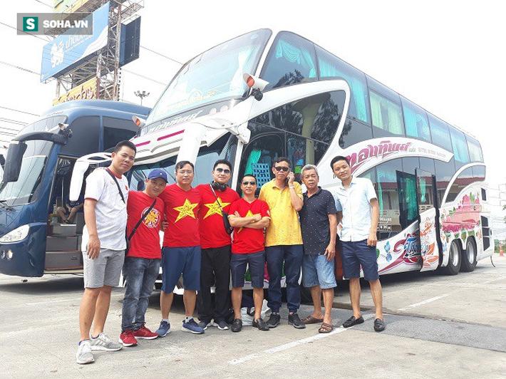 CĐV Việt Nam từ Australia, Lào... đổ bộ Chang Arena, tiếp lửa cho thầy trò HLV Park Hang-seo - Ảnh 4.