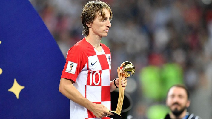 Đội nhà thua trận, tiền đạo Thái Lan mặt buồn thiu lên nhận giải Cầu thủ xuất sắc nhất - Ảnh 2.