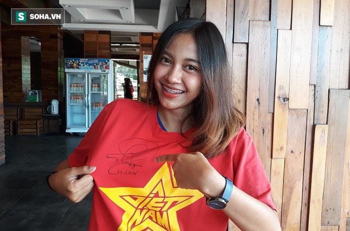 Nữ phóng viên Thái Lan xinh đẹp hứa ra sân cổ vũ ĐT Việt Nam vô địch Kings Cup - Ảnh 5.