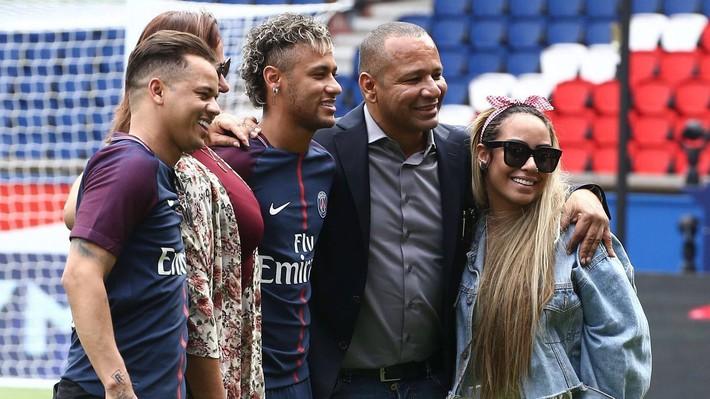 Neymar giữa tiền, người đẹp và vô kỷ luật - Ảnh 1.