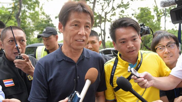 Thái Lan sợ HLV Nhật Bản bỏ của chạy lấy người - Ảnh 1.