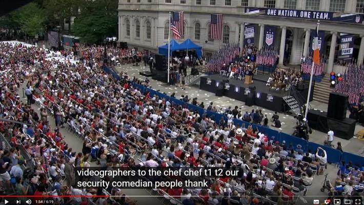 Hàng chục nghìn CĐV đổ ra đường xem tuyển Mỹ diễu hành mừng vô địch World Cup nữ 2019 - Ảnh 6.