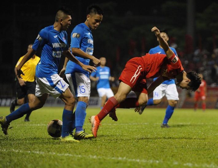 Công Phượng rạng rỡ trời Âu, Tuấn Anh - Xuân Trường thua tan nát, lo rơi hạng V.League - Ảnh 2.