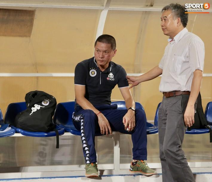HLV Hà Nội FC chê trọng tài non kinh nghiệm, tưởng tượng ra việt vị khiến đội nhà mất điểm đúng phút cuối - Ảnh 1.