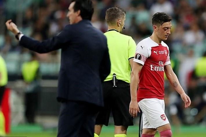 HLV Unai Emery bất ngờ tuyên bố: Mesut Ozil không phải để bán - Ảnh 3.