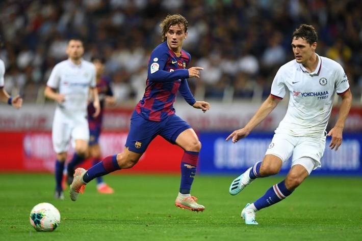 Sai lầm của đồng đội mới khiến trai đẹp Griezmann ra mắt bằng trận thua đau đớn trước Chelsea - Ảnh 2.