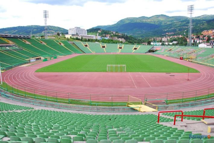 Đội bóng của ông chủ người Việt Nam không được đá trên sân nhà tại Europa League - Ảnh 2.