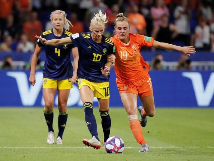 Clip: Hà Lan vào chung kết World Cup nữ nhờ bàn thắng vàng - Ảnh 3.