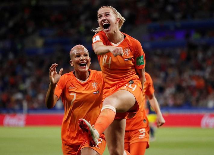 Clip: Hà Lan vào chung kết World Cup nữ nhờ bàn thắng vàng - Ảnh 4.