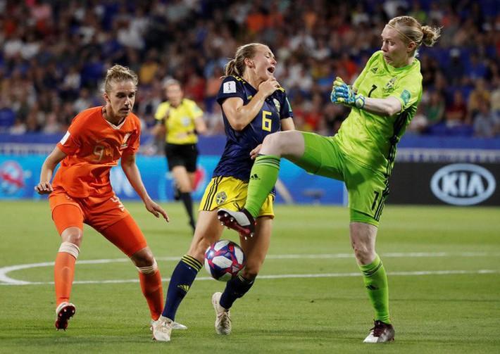 Clip: Hà Lan vào chung kết World Cup nữ nhờ bàn thắng vàng - Ảnh 5.