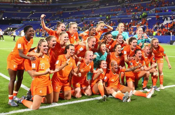 Clip: Hà Lan vào chung kết World Cup nữ nhờ bàn thắng vàng - Ảnh 7.