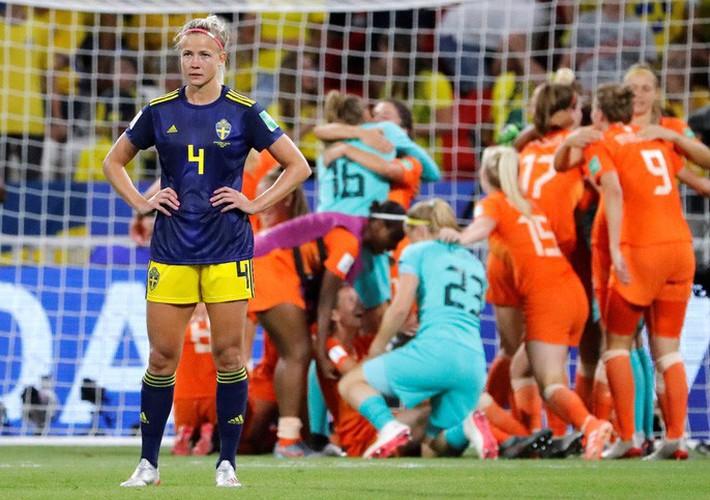 Clip: Hà Lan vào chung kết World Cup nữ nhờ bàn thắng vàng - Ảnh 8.