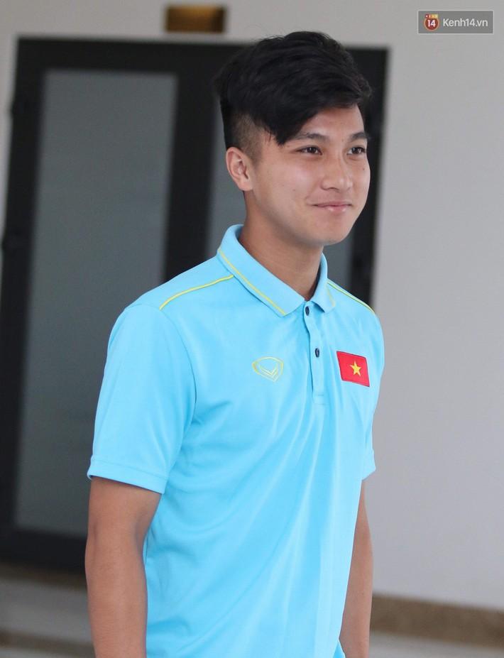 Dàn tuyển thủ U22 Việt Nam bảnh bao trong ngày tập trung chuẩn bị cho SEA Games 30 - Ảnh 2.