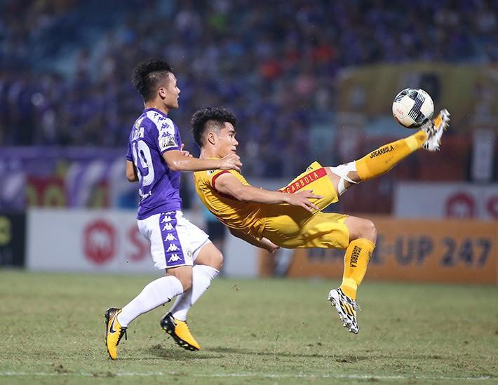 FIFA tuýt còi, V-League vỡ mộng dùng VAR - Ảnh 1.