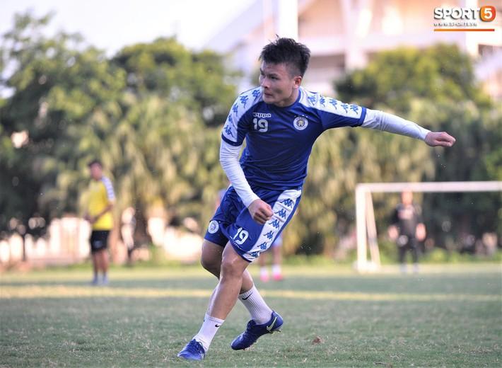 Vượt qua nỗi buồn, Quang Hải trở lại hội quân cùng Hà Nội FC - Ảnh 3.