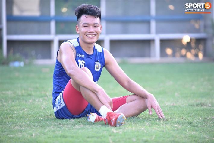 Vượt qua nỗi buồn, Quang Hải trở lại hội quân cùng Hà Nội FC - Ảnh 14.