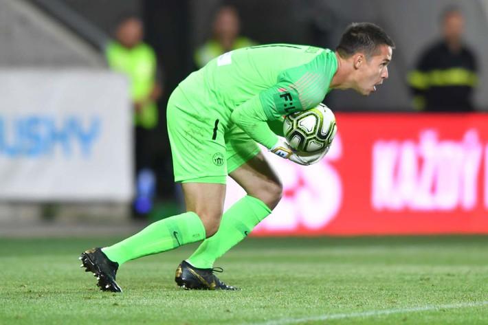 Thi đấu xuất sắc, thủ môn Filip Nguyễn được khen ngợi có thể đến Chelsea - Ảnh 1.