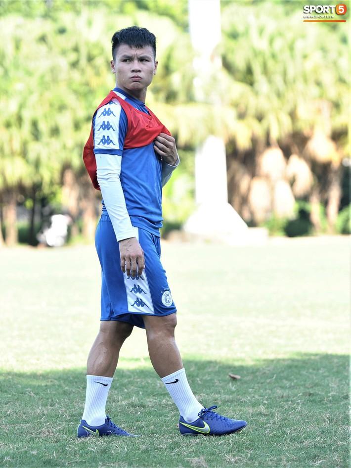 Vượt qua nỗi buồn, Quang Hải trở lại hội quân cùng Hà Nội FC - Ảnh 4.