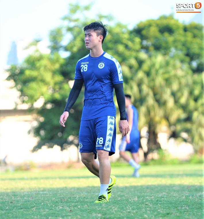 Vượt qua nỗi buồn, Quang Hải trở lại hội quân cùng Hà Nội FC - Ảnh 8.
