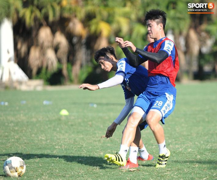 Vượt qua nỗi buồn, Quang Hải trở lại hội quân cùng Hà Nội FC - Ảnh 9.