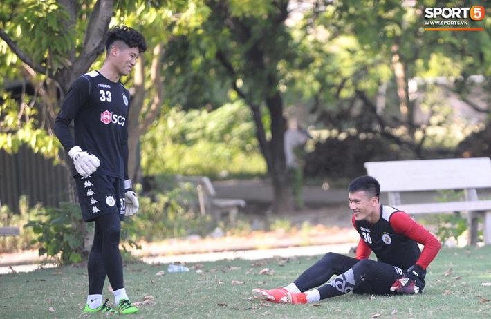Vượt qua nỗi buồn, Quang Hải trở lại hội quân cùng Hà Nội FC - Ảnh 13.
