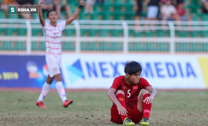 HLV Hoàng Anh Tuấn phản ứng bất ngờ trước câu hỏi khó sau khi U18 Việt Nam thua Campuchia - Ảnh 1.
