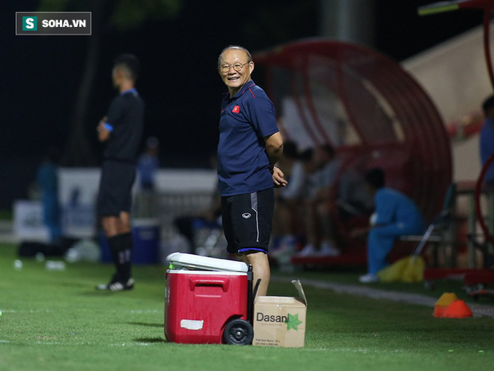 Thầy Park hết nóng mắt, nở nụ cười hài lòng trong lần thay đổi cách chỉ đạo U22 Việt Nam - Ảnh 9.