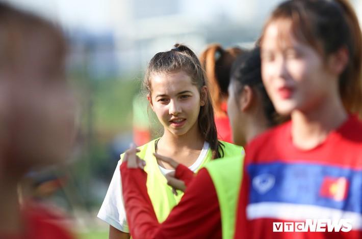 Bộ đôi cầu thủ Việt kiều toả sáng trong buổi tập cùng U19 Việt Nam - Ảnh 1.