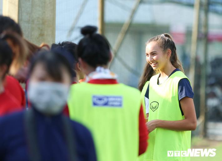 Bộ đôi cầu thủ Việt kiều toả sáng trong buổi tập cùng U19 Việt Nam - Ảnh 2.